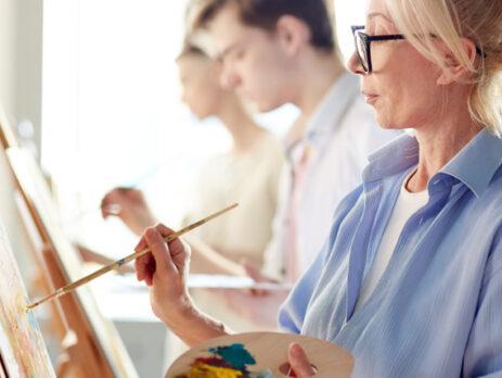 Präsenzunterricht in einer privaten Kunstschule